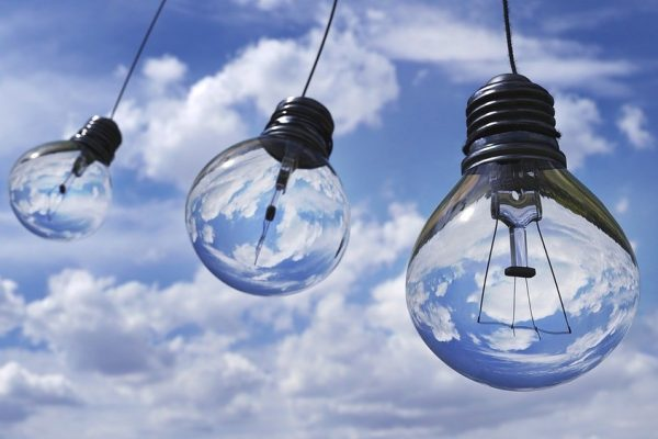 Wohnungstrend: abstrakte und ausgefallene Lampen